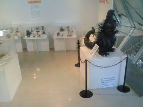 展示の雰囲気、ゴジラです。 (^^;僕でも知ってる