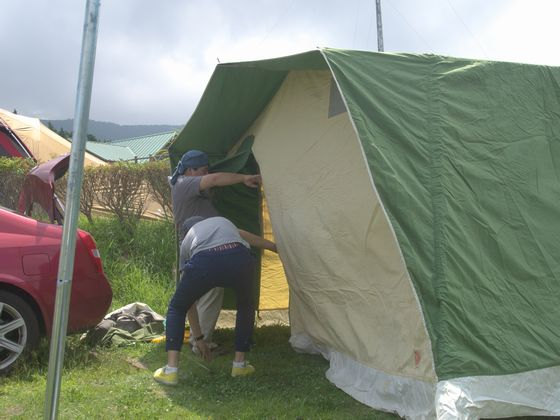 立ちあがったテント